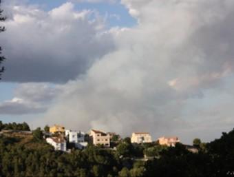El fum de l'incendi prop de Castellet i la Gornal ACN