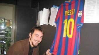 Albornà, amb la samarreta de Messi dedicada al germans Roca.