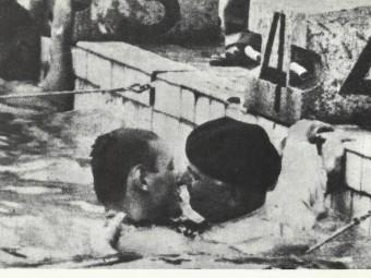 Dues imatges de l'excursió que Gaston Boiteux va fer fins a dintre dela piscina olímpica d'Hèlsinki per celebrar la victòria fel seu fill en els 400 metres lliures. COI