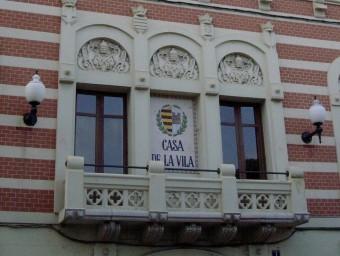 La façana principal de l'Ajuntament de Sant Pere de Ribes, situat a la plaça de la Vila J. POLINARIO / ACN