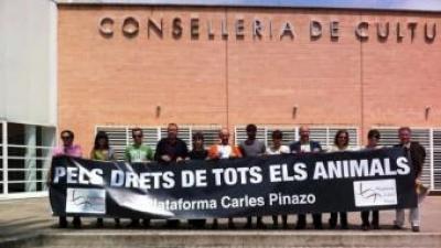 Concentració d ela Plataforma Animalista davant la Conselleria de Cultura. CEDIDA