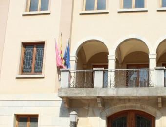 La bandera espanyola no oneja a la façana de l'Ajuntament de La Bisbal d'Empordà. JOAN PUNTÍ