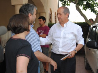 El conseller d'Interior, Felip Puig, a la seva arribada al centre de comandament avançat que s'ha instal·lat a l'Ajuntament de la Vilella Alta ACN