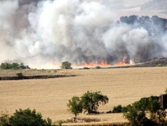Imatge del fronts de l'incendi que afecta Prats del Rei, a l'Anoia ACN