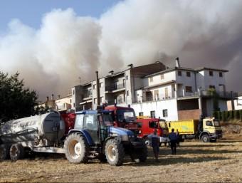La columna de fum, vista des del municipi de Sant Feliu Sasserra ACN