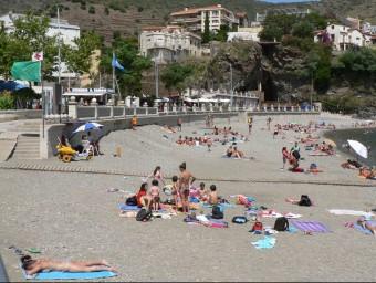 La platja de Portbou atreu un turisme familiar que busca un paisatge no malmenat per l'especulació. PAU LANAO