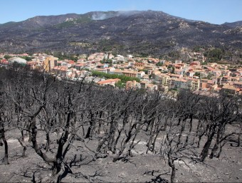Algunes poblacions de l'Alt Empordà van quedar envoltades per les flames. Es va haver de desallotjar centenars de persones. JOAN SABATER