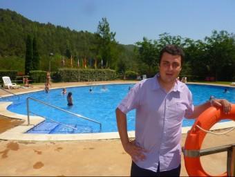 Esteve Guerra , el propietari del Bassegoda Park, ahir a la piscina d'aquest càmping d'Albanyà. R. E