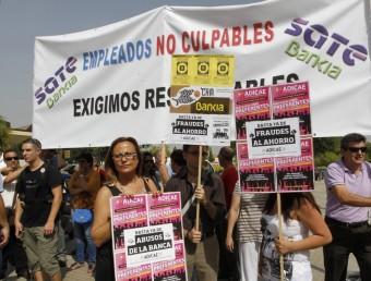 Protesta d'afectats per la fallida de Bankia. AGÈNCIA REUTERS