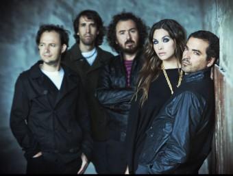 La Oreja de Van Gogh són, d'esquerra a dreta, Pablo Benegas (guitarra), Haritz Garde (bateria), Xabier San Martín (teclats), Leire Martínez (veu) i Álvaro Fuentes (baix) ARXIU