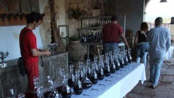 Els cellers presenten els seus vins als professionals. EVA NAVARRETE