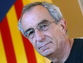 L'alcalde de Gallifa, Jordi Fornas, a l'Ajuntament, amb una senyera estelada al fons. QUIM PUIG