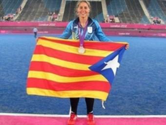 Sofia Maccari, amb l'estelada al Riverbnk Arena, després de la final TWITTER