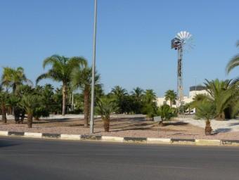 Rotonda d'entrada a la CV-35 des de la localitat de Llíria. ESCORCOLL