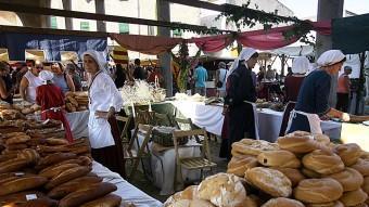 Parades d'artesania medieval de tota classe ompliran el centre de la localitat.  MANEL LLADÓ