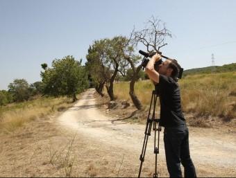 Un càmera capta imatges del paratge on va ser trobat el cos de la dona TONI GARRIGA/EFE