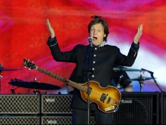 Paul McCartney , actuant en la celebració del 60 anys al tron de la reina d'Anglaterra. AFP