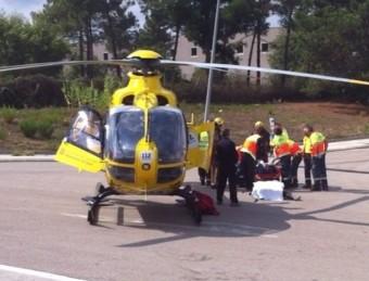 Un helicòpter del SEM traslladant un dels ferits més greus ACHÓN
