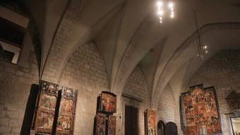 La magnificència del palau posa el marc adequat a una de les col·leccions més importants del Principat. La sala del tron, presidida per l'escut imperial de Carles V, conté peces úniques. MANEL LLADÓ