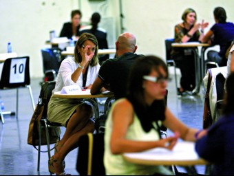 Persones a l'atur busquen consell a la I Jornada de Desenvolupament Professional i Personal per a la recerca de feina, realitzada el 20 de setembre a Fira Barcelona.  QUIM PUIG