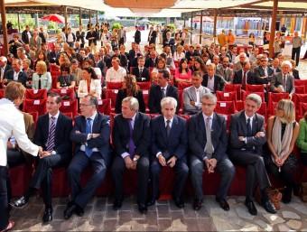 Les autoritats , assegudes a primera fila, durant del Dia Mundial del Turisme, LL.SERRAT