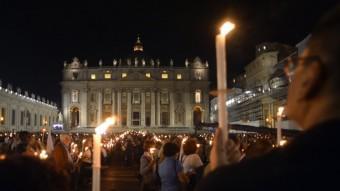 Centenars de persones van reunir-se dijous al Vaticà per recordar el 50 aniversari de l'inici del Concili Vaticà II ALBERTO PIZZOLI / AFP