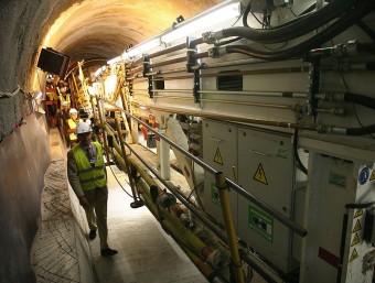 Posada en marxa de la tuneladora Canigó, ahir a Montesquiu d'Albera. MANEL LLADÓ
