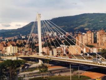 Pont construït per l'empresa catalana Pedelta a la ciutat Envigado, al municipi colombià de Medellín.  ARXIU PEDELTA
