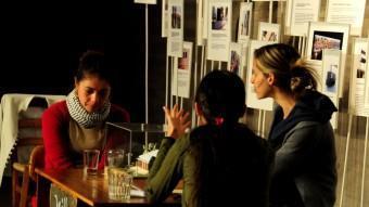 Un instant de 'Villa' , quan la discussió es produeix entorn d'una taula. VALENTINO SALDIVAR