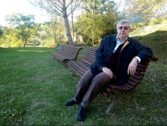Miquel Palomeras, fotografiat aquesta setmana a l'exterior de la casa de la vila de Sales. R. E