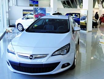 El preu dels cotxes no ha parat de baixar des de l'inici de la crisi.  JOSEP LOSADA