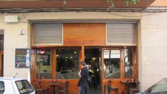 """La Policia Municipal va aixecar un acta per vendre alcohol a una noia de 16 anys en aquest bar """"La penúltima"""" del carrer Figuerola de Girona D.V"""