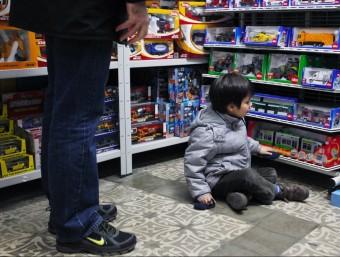 La mainada no s'escapa de la retallada i la despesa en joguines baixa un 10%.  MARTA PÉREZ