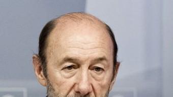 Alfredo Pérez Rubalcaba, durant una roda de premsa a la seu del partit a Madrid ARXIU