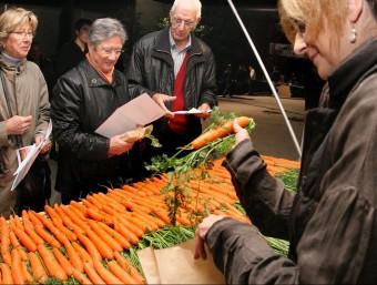 Venda de pastanagues en lloc d'entrades, el 2012 al Teatre de Bescanó, per a la funció de 'Suïcides' LLUÍS SERRAT