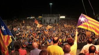 Una imatge del concert de l'any passat que va reunir milers de persones al Camp de Mart de la Devesa. MANEL LLADÓ
