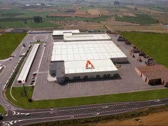 Vista aèria del centre logístic que el grup Actel té al terme municipal de Térmens, a la Noguera.  GRUP ACTEL
