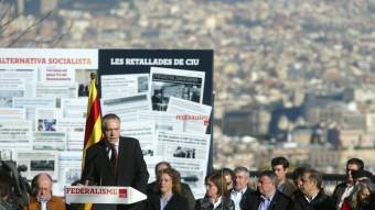 Navarro, ahir, al mirador de l'alcalde amb regidors i alcaldes socialistes QUIM PUIG