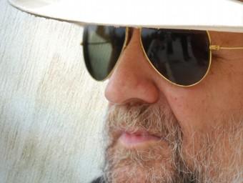 """Tomeu Penya , davant d'un dels seus discos més """"complets"""" TOLO SERVERA"""