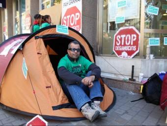Acció de la PAH del Garraf contra un desnonament.  JUDIT FERNÁNDEZ