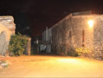 Florencio Sala, el masover d'aquesta casa de Rupià, va ser assaltat ahir a la tarda per quatre lladres JOAN PUNTÍ