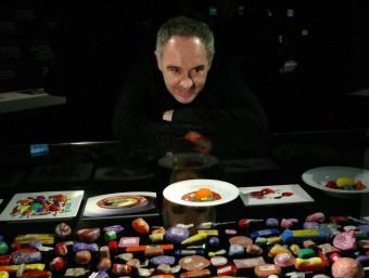 Ferran Adrià, a l'exposició dedicada al Bulli al Palau Robert de Barcelona.  ARXIU/QUIM PUIG