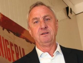 Johan Cruyff posa per a El 9 Esportiu, en l'acte de presentació de la convocatòria JUANMA RAMOS