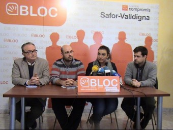 Els regidors presenten la denúncia davant l'opinió pública. EL PUNT AVUI