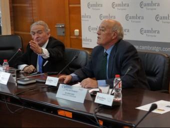 Miquel Basterra, esquerra, durant una conferència que va oferir fa uns dies a la Cambra de Comerç de Tarragona.  L'ECONÒMIC
