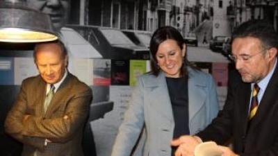 La consellera Catalá i el president de l'AVL en l'exposició d'Estellés. ARXIU
