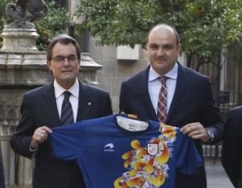 Un moment de la recepció del president Artur Mas a la comitiva de la federació FCF