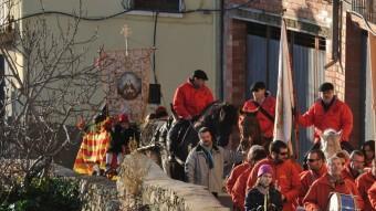 Les festes de Sant Antoni omplen d'ambient el centre d'Ascó.  AJUNTAMENT D'ASCÓ