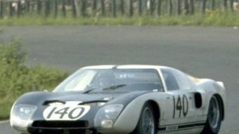 El Ford GT 40 als 1.000 km del Nürburgring 1964, la primera cursa d'aquest cotxe. FORD