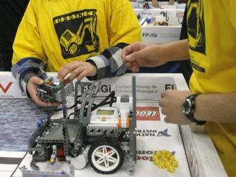 Segona edició del torneig de robòtica per a instituts First Lego League.  ARXIU/LLUÍS SERRAT